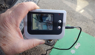 in-car-video-monitor-02