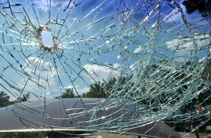 Broken-Windscreen-02