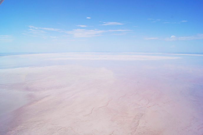 Shallow water in Madigan Gulf Kati Thanda Lake Eyre North Image Credit: Marree Hotel/Tony Magor